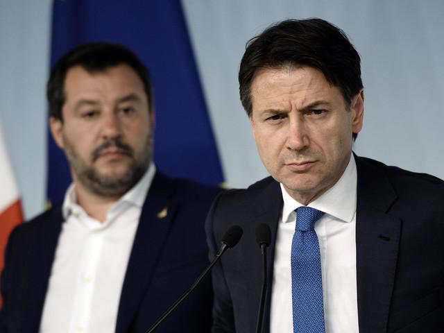 """Open Arms, Conte scrive a Salvini: """"Sbarcare subito i minori"""". Il Viminale cede al pressing: in 29 pronti a scendere dalla nave"""