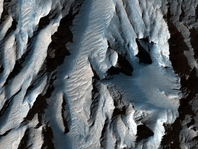 Il canyon più grande del sistema solare: la nuova foto-record della Nasa da Marte