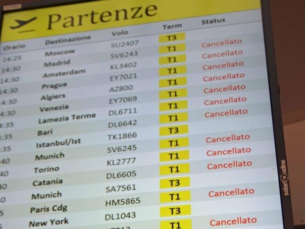 Sciopero Alitalia, voli cancellati ma disagi limitati. FOTO