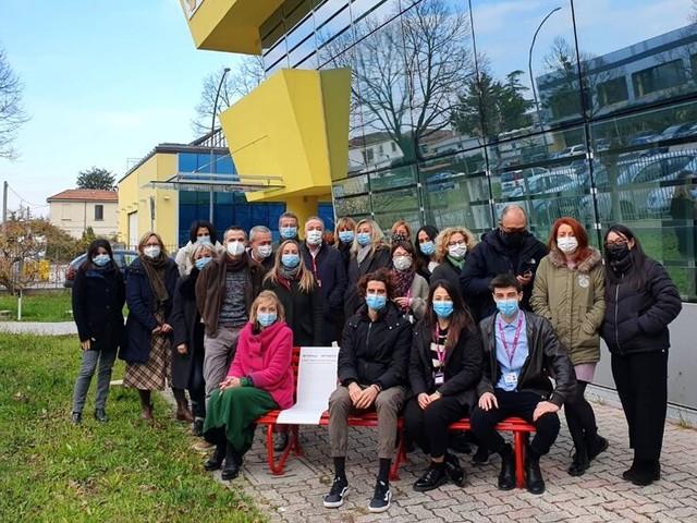 Panchina rossa e raccolta fondi: così la cooperativa ha celebrato il 25 novembre