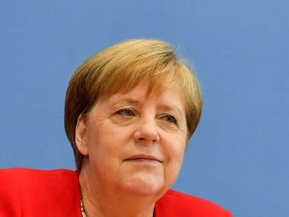 Un nuovo schiaffo alla Merkel: perché ora l'economia rischia grosso