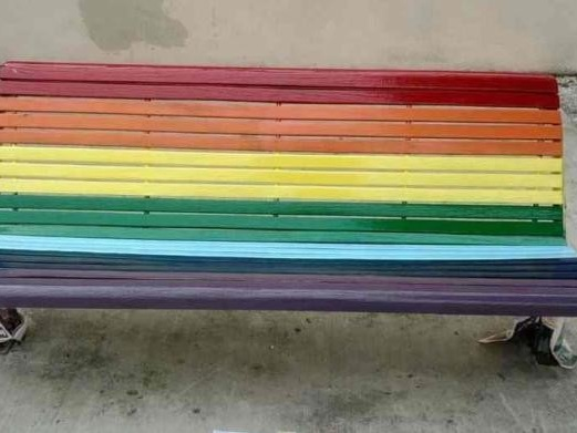 Milano coinvolgerà i cittadini per realizzare 10 panchine arcobaleno contro l'intolleranza