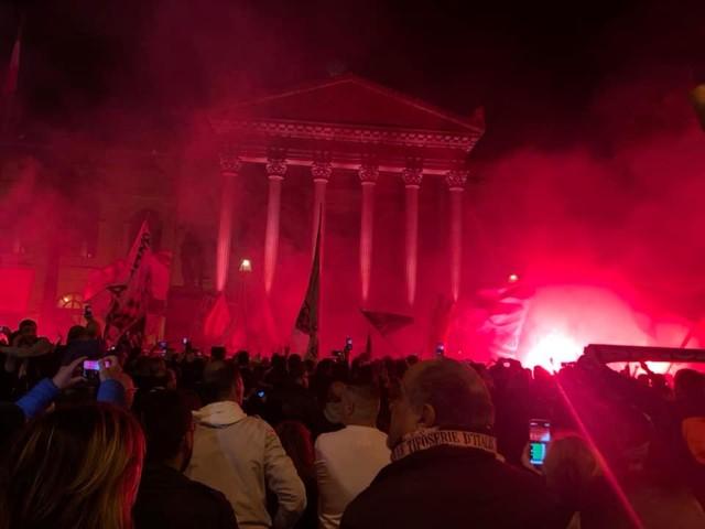 """I tifosi rosanero scendono in piazza e invadono il centro: """"Palermo merita rispetto"""" (FOTO) (VIDEO)"""