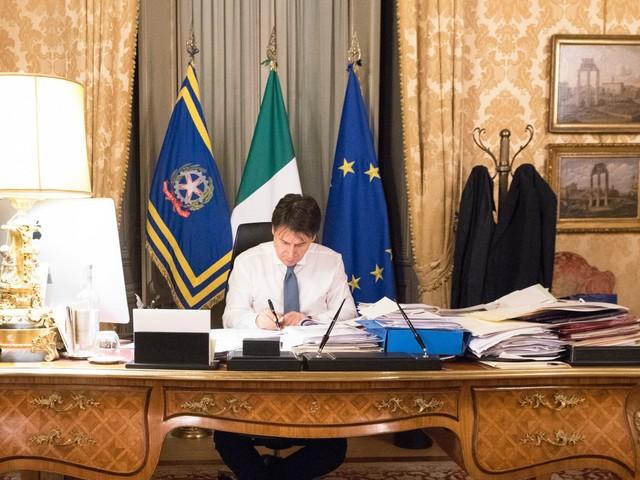 """Il """"Cura Italia"""". Spesi tutti i 25 miliardi. Ora servono fondi Ue. Rinvio last minute per tasse e contributi"""