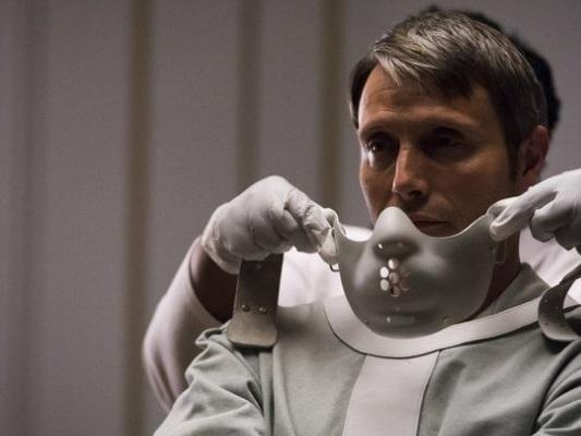 """Hannibal, Bryan Fuller: """"I produttori volevano John Cusack o Hugh Grant, ho dovuto lottare per Mads Mikkelsen"""""""