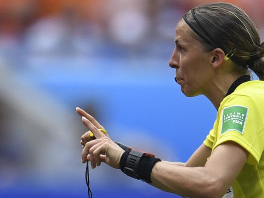 StéphanieFrappart, la prima donna ad arbitrare una finale di Supercoppa europea