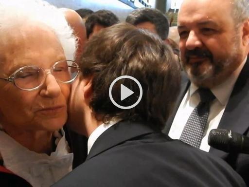 Sapienza, Liliana Segre a Valerio: «Hai il ciuffo come mio nipote, ti posso baciare?»