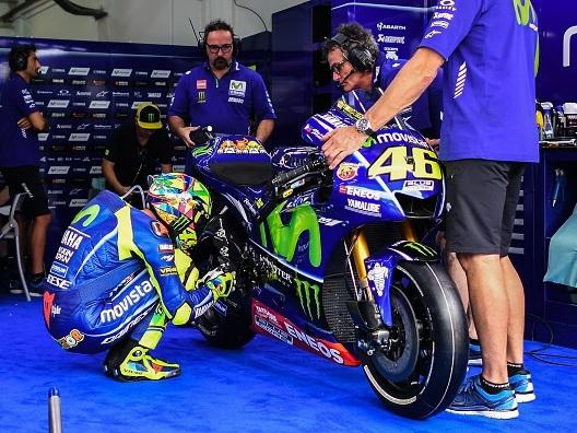 Valentino Rossi svela il rito della 'preghiera alla moto'