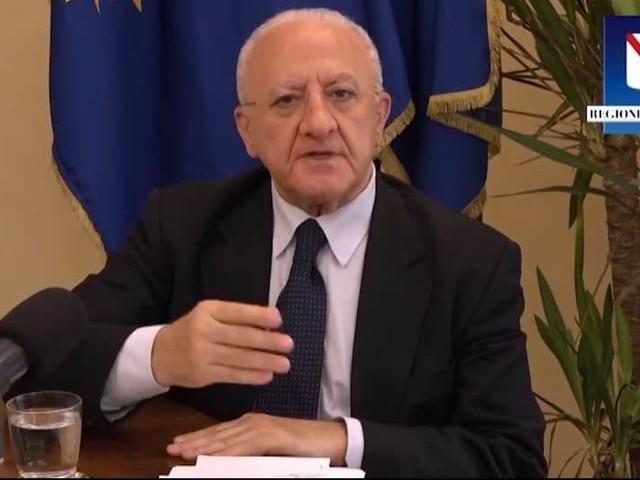 """Covid-19, Vincenzo De Luca: """"Carta identità obbligatoria per chi va al ristorante"""""""