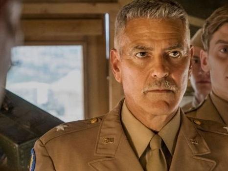 Cast e personaggi di Catch-22 dal 21 maggio su Sky Atlantic: George Clooney protagonista sul set (e anche fuori)