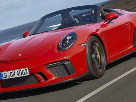 911 Speedster, emozioni al volante. Sotto al cofano il Boxer 4.0 litri da 510 cv e 470 Nm