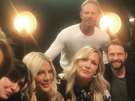 """Video del revival di Beverly Hills 90210 tra yoga e auto di lusso con una sola """"nota"""" comune"""