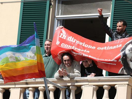 La rivolta delle lenzuola come sfida continua a Salvini