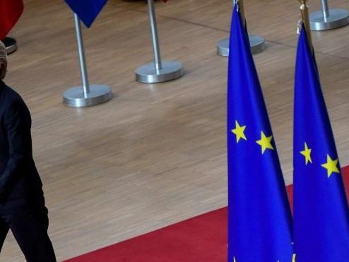 L'Europa sempre più ipocrita: impone i dazi ma attacca Trump