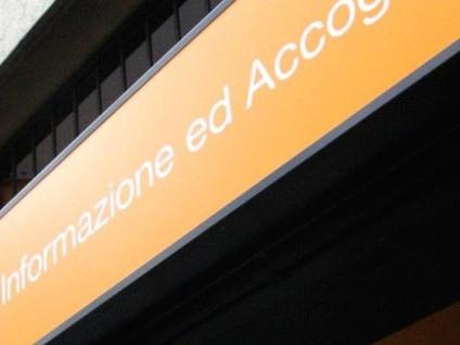 """Lo """"Iat"""" chiuso a Ferragosto: «Siamo una città per turisti?»"""