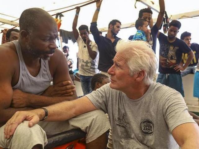 Hollywood si schiera con Open Arms in difesa dei migranti
