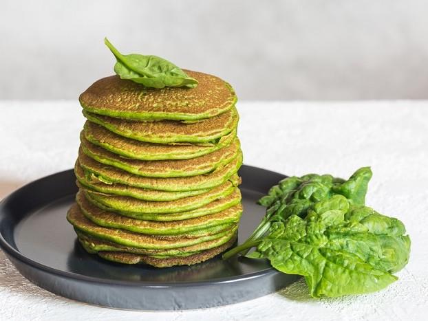 Pancake verdi, la ricetta più salutare e saporita con ricotta, spinaci e prezzemolo