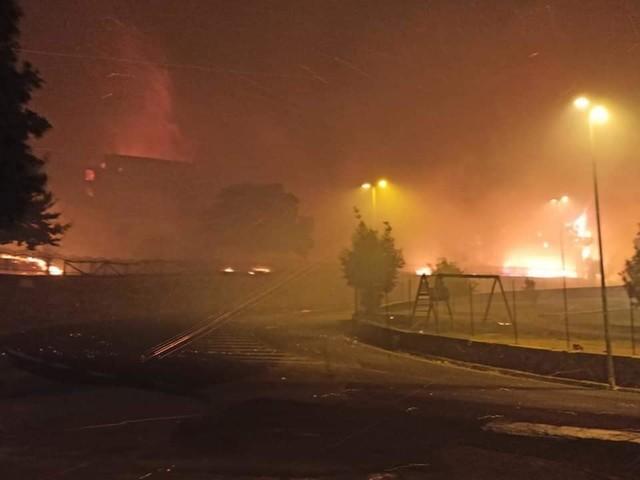 Incendio in Sardegna, le fiamme hanno raggiunto Cuglieri, Santu Lussurgiu e Scano Montiferru: migliaia di evacuati nella notte infernale dell'Oristanese
