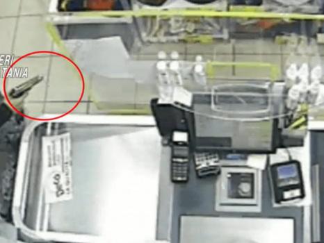 Grammichele, a 17 anni rapina un supermercato armato di pistola con il complice 14enne: arrestato