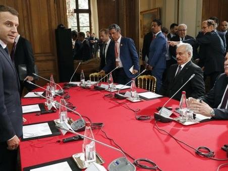 Libia, al summit di Parigi impegni generici