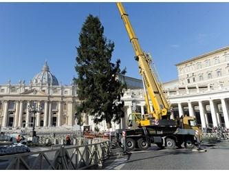 Santo Padre: grazie per l'albero e il presepe, segni della vicinanza di Dio