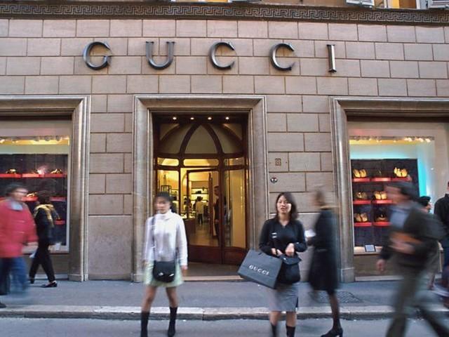 Gucci, arriva la firma sull'integrativo