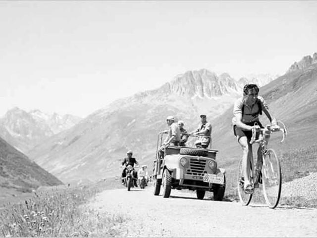 Cento anni fa nasceva Fausto Coppi, l'uomo solo al comando che rianimò l'Italia del dopoguerra