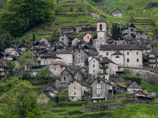 Corippo, l'albergo diffuso in Svizzera