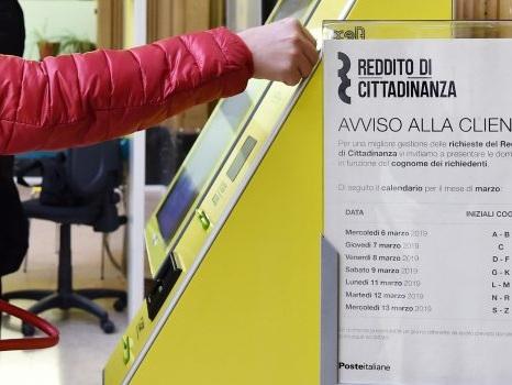 Ai domiciliari, col reddito di cittadinanza e la... Porsche: 117 denunciati a Brescia