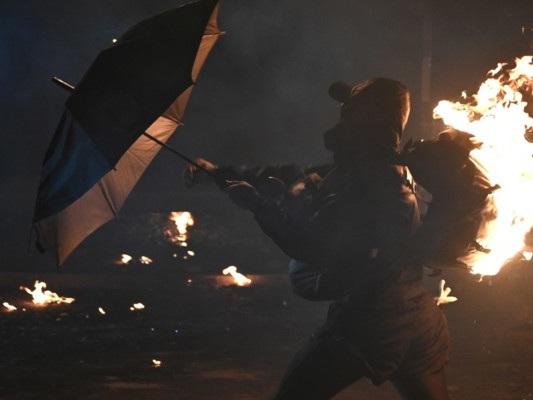 Assedio all'università a Hong Kong, scontri e feriti