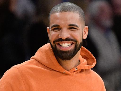 Il nuovo tatuaggio di Drake ha fatto arrabbiare (di brutto) i fan dei Beatles