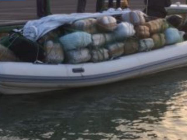 Una tonnellata e mezza di droga a bordo del gommone, al largo di Mola di Bari Avrebbe fruttato quindici milioni di euro. Due arrestati