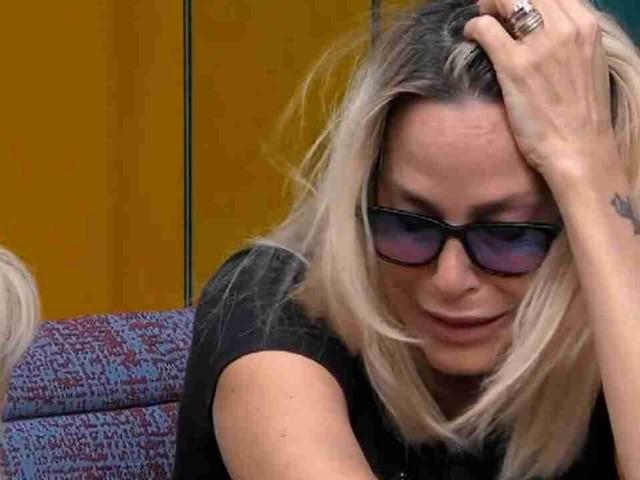 """""""Hai fatto 2 trasmissioni e 20 anni di materassi, non ti vergogni?"""". Gf Vip, l'attacco è senza precedenti per Stefania Orlando"""
