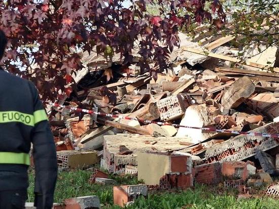 Il proprietario della cascina di Quargnento ha confessato di essere stato il responsabile dell'esplosione che nella notte fra lunedì e martedì aveva ucciso tre vigili del fuoco