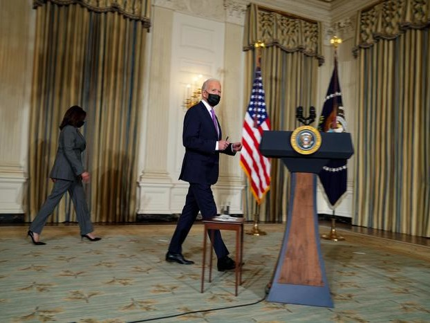 Biden, entro fine estate vaccini per 300 milioni americani