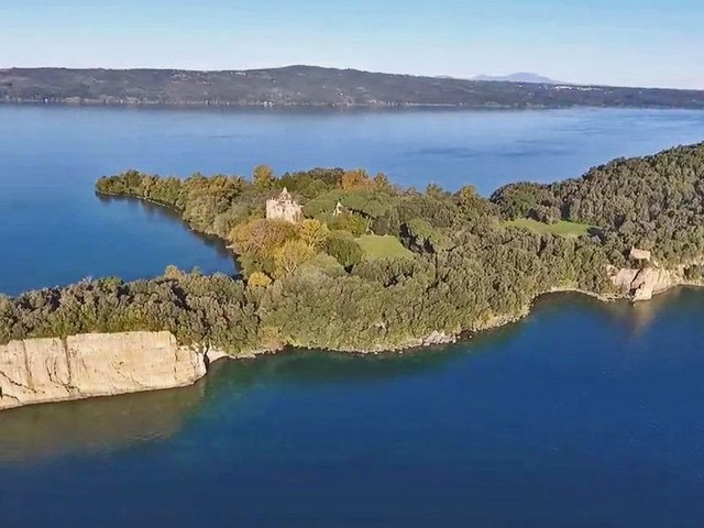 L'isola dei tesori sul lago di Bolsena