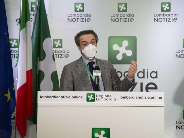 """Inchiesta camici Lombardia, la moglie del governatore Fontana al fratello: """"Chiama l'assessore"""""""