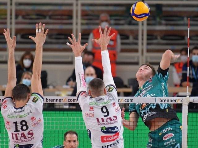 Volley, Superlega: Perugia passa anche a Trento, Civitanova non molla