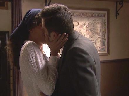 IL SEGRETO anticipazioni: PRUDENCIO e LOLA si baciano ma…