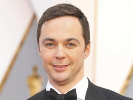 Jim Parsons da The Big Bang Theory a The Inn Crowd, Sheldon Cooper al lavoro su una sitcom gay