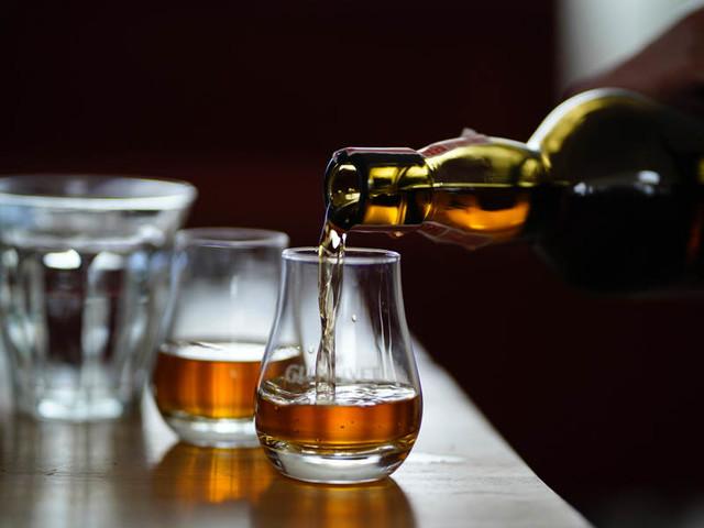 Un tour della Scozia: le migliori distillerie di whisky della Scozia secondo Holidu