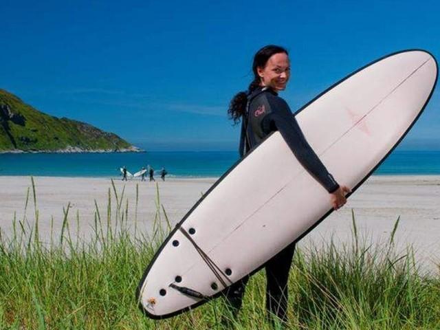 Surf in Norvegia? Temeraria (e piacevole) sfida alle onde