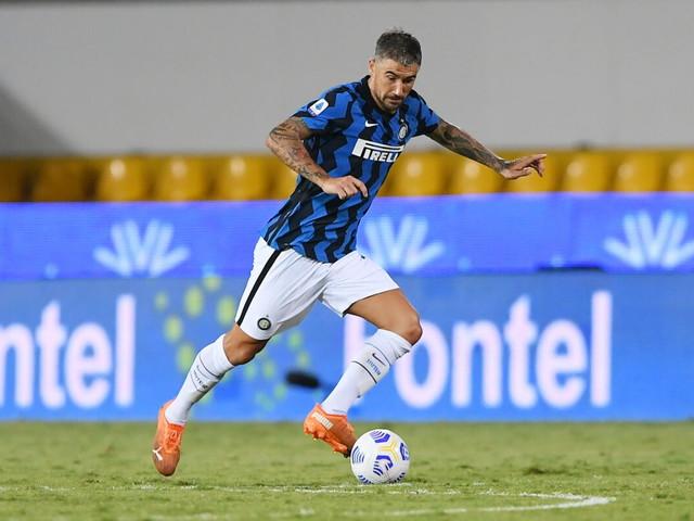 Inter, Kolarov rinnovo a sorpresa al 50% dello stipendio
