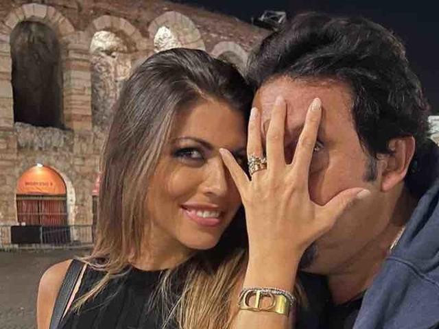 "Enrico Brignano a Verona sorprende Flora Canto: ""vuoi sposarmi?"" e lei risponde ""sei matto!"""
