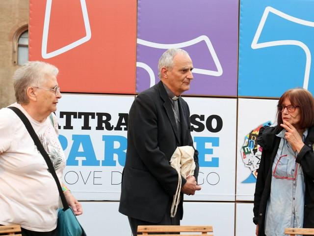 Il manifesto anti Salvini del prete rosso
