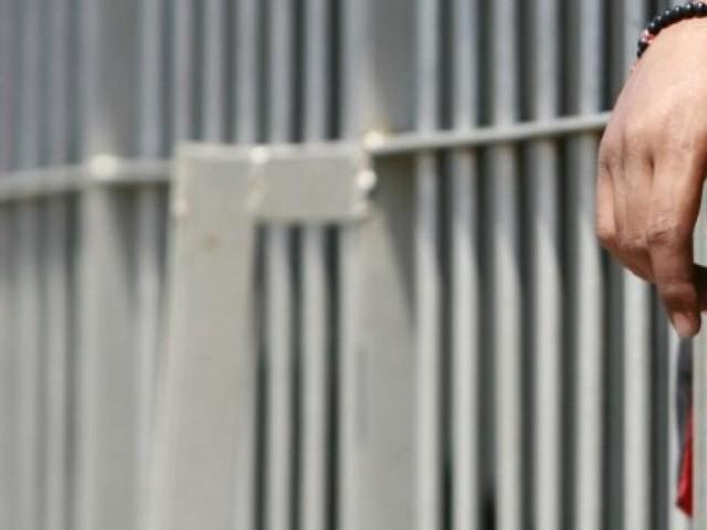 Uccise brutalmente la figlia di 2 giorni, per lui arriva la vendetta dal carcere