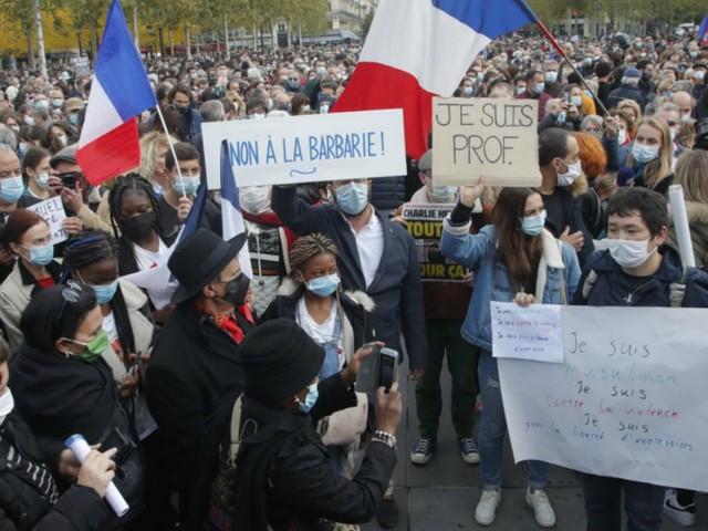 Parigi, solo con un piano di integrazione ad ampio respiro non ci saranno altri Samuel Paty