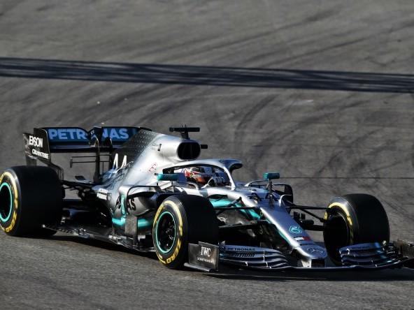 La Mercedes W10 è la vettura più lunga e con meno 'rake'