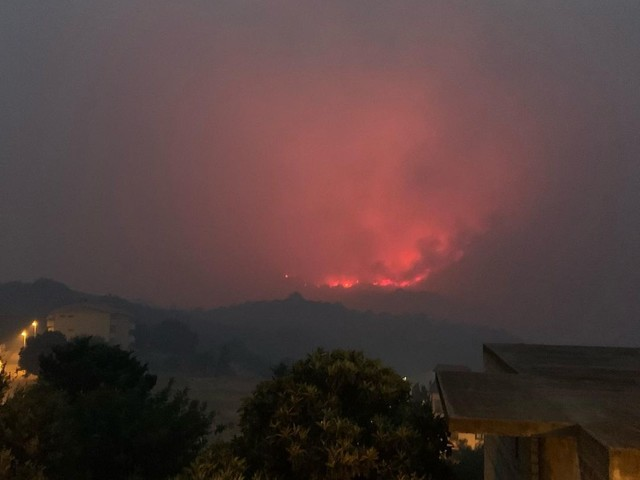 Incendio nell'Oristanese, situazione migliorata ma due fronti sono ancora attivi a Santu Lussurgiu e Suni – FOTO