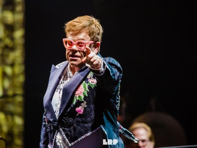 """Quando Elton John riscrisse il testo di """"Imagine"""" di John Lennon"""